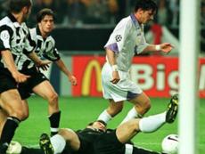 Mijatovic negó que hubiera existido fuera de juego en su gol. AFP