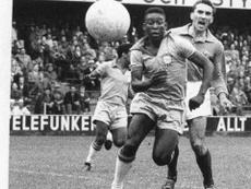 Pelé briga disputa lance em lance da final do título da Copa do Mundo de 1958 contra a Suecia. AFP
