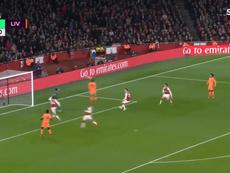 O lance do gol de cabeça de Philippe Coutinho. SporTV3