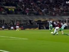 Bartra le pudo hacer penalti a Castillejo. Captura/SporTV