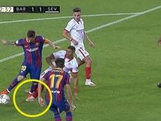 ¿Hubo penalti de Diego Carlos sobre Messi? Captura/MovistarLaLiga