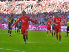 Coutinh marca com a camisa do Bayern. Twitter/FCBayernEN