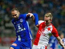 Futebol retorna na República Checa neste sábado. Twitter/slaviaofficial