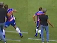 Renato Gaúcho pulls a player and gets booked. Reprodução/Premier