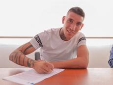 Centurión firmó su contrato con Vélez. Velez