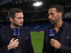 Ferdinand believes it's impossible for one person to stop Messi alone. Captura