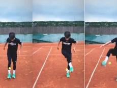 El canterano 'culé' demostró sus habilidades con una pelota de tenis. Instagram/RiquiPuig