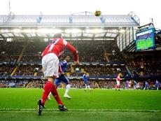 Rory Delap saca en largo ante el Chelsea en la Premier League. Reuters