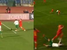 Kostov cayó a medio metro del área... y señalaron penalti. Capturas/GHT3