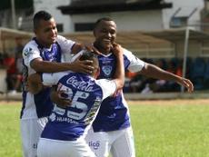 Peña dio esperanza a los locales con un gol en el 90'. SportBoys