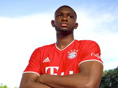 Bayern Munich sign French teen Kouassi from PSG on free transfer. FCBayern