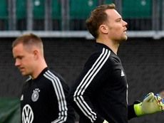 Hasta Joachim Löw habló de la disputa Neuer-Ter Stegen. AFP