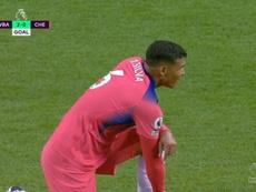 Thiago Silva foi o culpado do segundo gol. Captura/DAZN