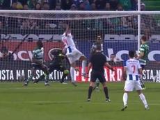 Soberano na área, Tiquinho marca o segundo do Porto. Captura Sportv