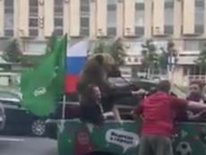 El oso celebró la victoria de Rusia. Twitter/sports_national