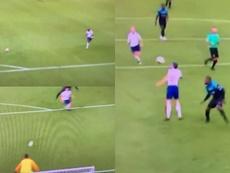Usain Bolt se aprovechó de un error de Carragher e incendió las redes. Twitter/TheSunFootball