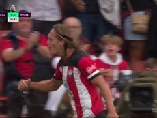 El cabezazo de Vestergaard que silenció el banquillo del United. Captura/DAZN