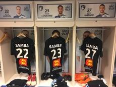 Buen detalle del club para darle el último adiós a Samba Diop. EFE