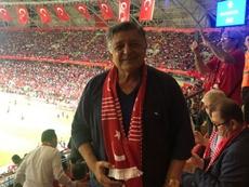 El segundo técnico del Akhisarspor, desvanecido en pleno partido. Twitter/TrYilmazVural