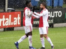 Labyad (d) puede salir del Ajax pronto. Ajax