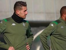 El Betis ya tiene una oferta del Valencia por Feddal. Twitter/RealBetis