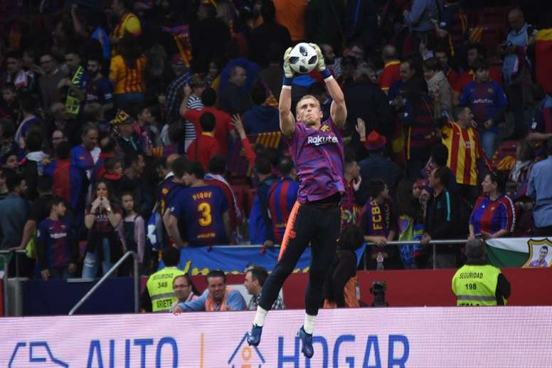 Man Utd are potentially interested in Cillessen. BeSoccer