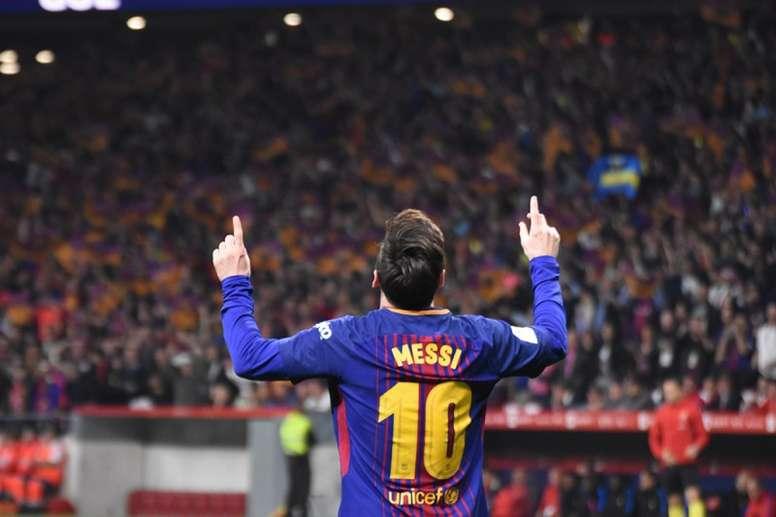 Messi sempre encerra comemorações com uma homenagem especial com esse gesto. BeSoccer