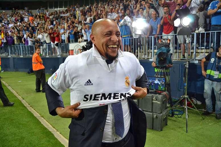 Curioso saludo de Roberto Carlos al boliviano. BeSoccer