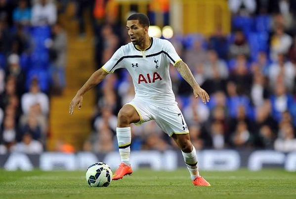 Aaron Lennon, disputando un partido con el Tottenham. Twitter