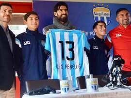 Abreu ya es jugador de Magallanes. Twitter/clubmagallanes