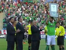 El delantero 'charrúa', homenajeado en la Conmebol Sudamericana. Captura/FoxSports