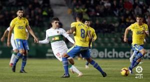 Las Palmas y Elche empatan con 28 puntos, muy cerca de la zona de 'play off'. LaLiga