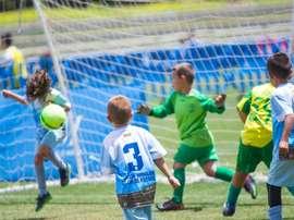 Acción peligrosa en el área en el torneo Ciudad de Málaga de fútbol 7. BeSoccer