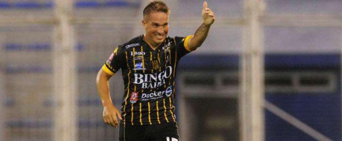 Acuña celebra un gol con Rosario Central. SantaFeGol