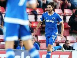 El jugador deja el Portsmouth por falta de minutos. Portsmouth