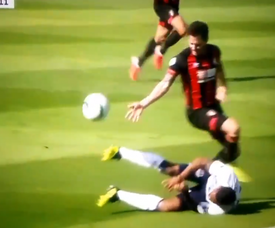 Adam Smith was sent off for Bournemouth for the foul. Captura