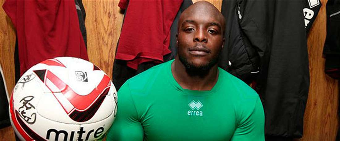 Akinfenwa est un des joueurs les plus musclés. AFP