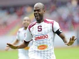 Adolfo Machado, de Saprissa, celebra un gol. Twitter