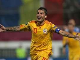 Adrian Mutu celebra un gol con la Selección Rumana. Twitter