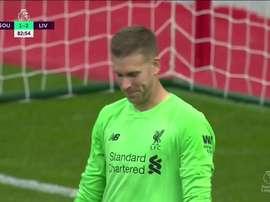 Goleiro do Liverpool passa de herói a vilão. Captura/DAZN