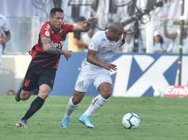 Santos e Athletico ficam no empate na . Twitter @SantosFC