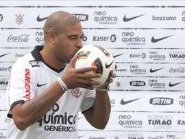 Adriano poderá ser companheiro de Kaká no São Bento. EFE