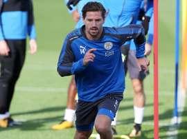 Adrien Silva ainda não representou a sua nova equipa. Twitter/Leicester