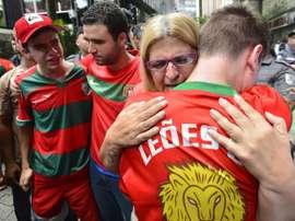 Aficionados de La Portuguesa lloran la pérdida de categoría. FutMKT