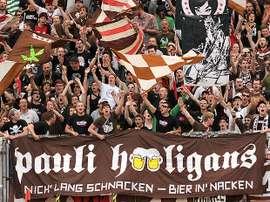 La del St. Pauli es una de las aficiones más fieles de Europa. AFP
