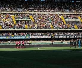 Se pudo apreciar un gran vacío en uno de los fondos del estadio. AFP