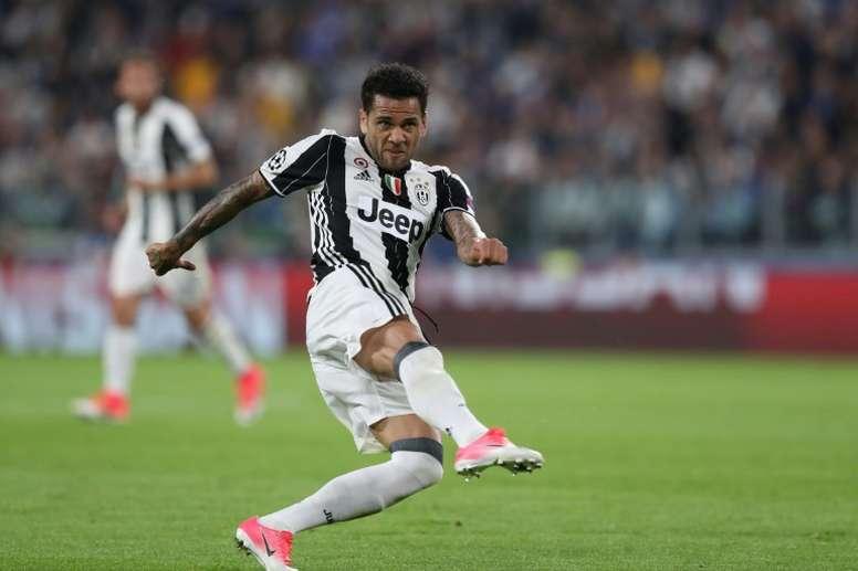 Sarri a empêché le retour d'Alves à la Juventus. AFP