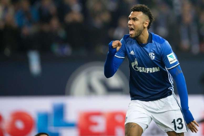 El Schalke empató, pero cayó en el descuento. AFP