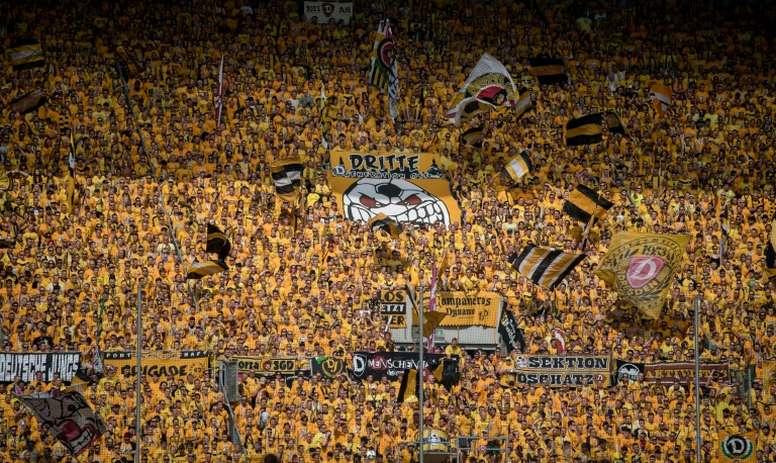 Partida entre Hannover 96 e Dynamo Dresden deveria ocorrer neste domingo. AFP