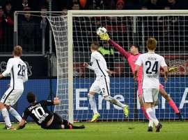 Hakan Çalhanoglu anotó dos de los tres goles del Bayer ante el Hertha. AFP